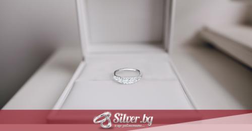 Как да изберете подходящ сребърен пръстен за жена?