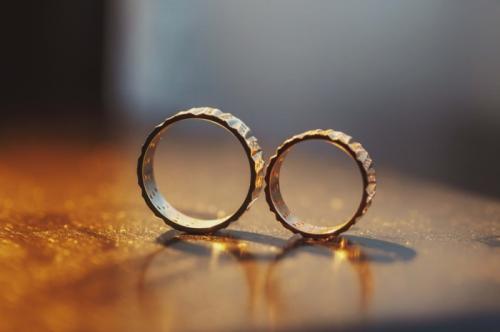 Как да изберете своите брачни халки?
