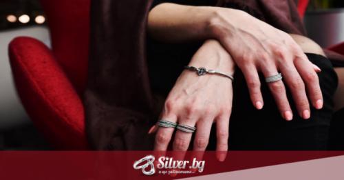 Как да почистим сребърните бижута с камъни без да ги повредим?