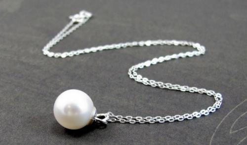 Сребърни колиета с перли - как се образуват и защо са толкова желани