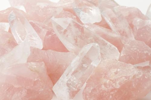 Скъпоценният камък Розов кварц