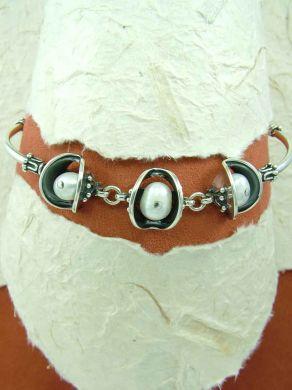 Сребърна гривна с перли HB58
