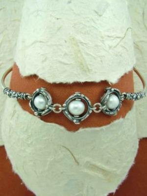 Сребърна гривна с перли HB59