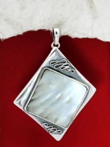 Сребърен медальон със седеф - SP16