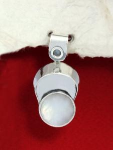 Сребърен медальон със седеф - SP18