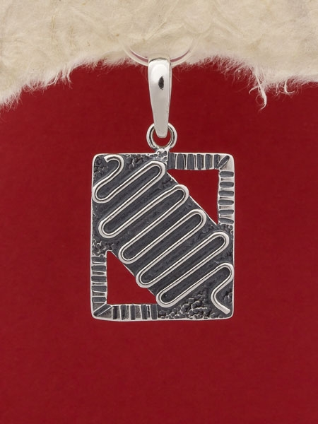 Медальон P136