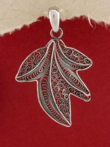 Сребърен медальон филигран STP105
