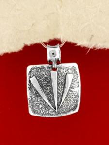 Ръчно изработен сребърен медальон - SP35
