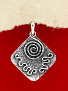 Ръчно изработен сребърен медальон - SP42