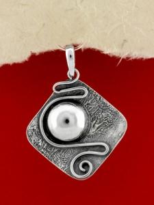 Ръчно изработен сребърен медальон - SP44