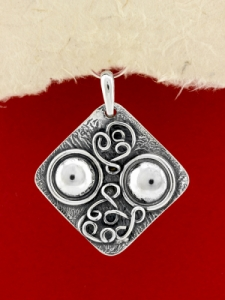Ръчно изработен сребърен медальон - SP45
