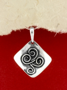 Ръчно изработен сребърен медальон - SP48