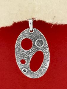 Ръчно изработен сребърен медальон - SP49