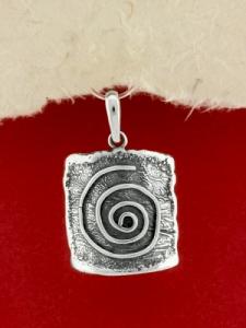 Ръчно изработен сребърен медальон - SP66