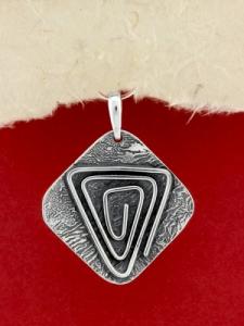 Ръчно изработен сребърен медальон - SP56