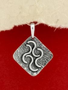 Ръчно изработен сребърен медальон - SP67