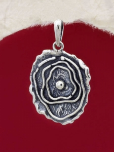 Ръчно изработен сребърен медальон - SP70