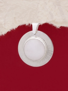 Сребърен медальон - PKWS27A - Млечен кварц
