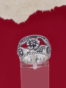 Сребърен пръстен с флорални мотиви - R194