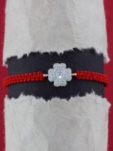 Гривна с червен конец и ДЕТЕЛИНА от сребро