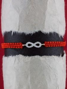 Гривна с червен конец и сребърен символ БЕЗКРАЙНОСТ