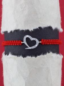 Гривна с червен конец и сребърно СЪРЦЕ