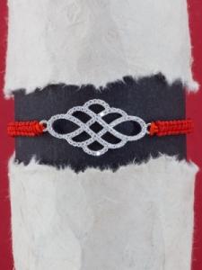 Гривна с червен конец и сребърна ПЛЕТЕНИЦА ОТ БЕЗКРАЙНОСТИ