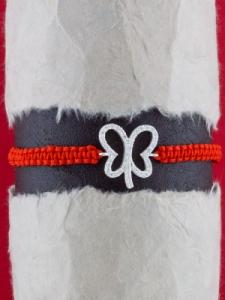 Гривна с червен конец и сребърна ПЕПЕРУДА