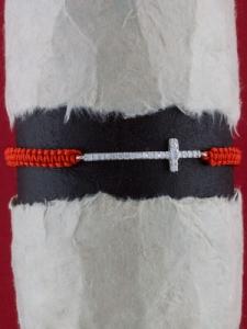 Гривна с червен конец и сребърен КРЪСТ