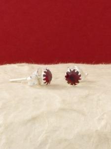 Сребърни минималистични обеци за месец Януари - E001BST-Гранат